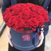 25 красных роз  в синей коробке, классика