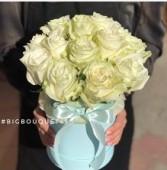 15 роз сорта Мондиаль в коробке