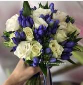 Букет невесты в бело-синей цветовой гамме
