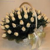 Корзинка с конфетными розами
