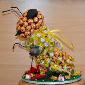 Пчелка из конфет