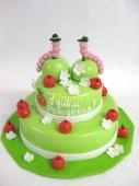 Торт с гусеничками